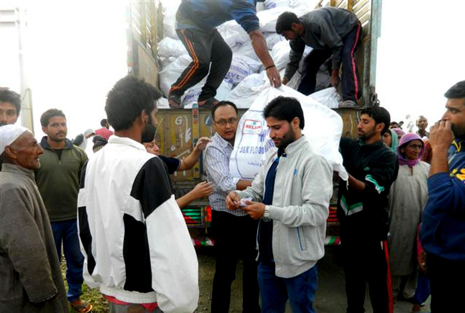 Distributing Relief Kits in Dal Lake (Srinagar)